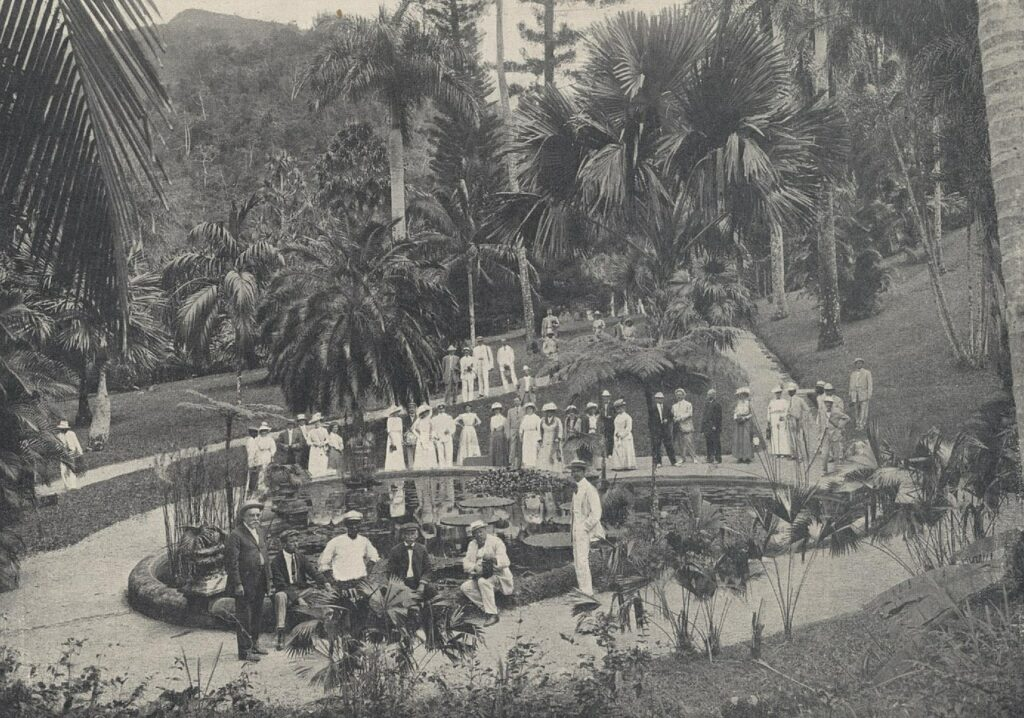 a black and white photo showing United Fruit Company's staff